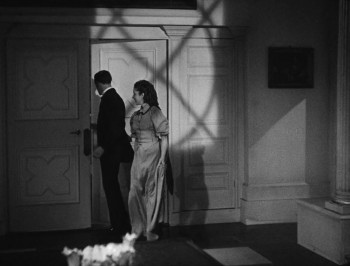 The Face at the Window (1939) download