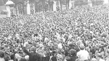 Tony Robinson's VE Day Minute by Minute (2020) download